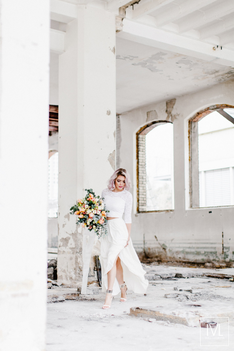 TML TABEA MARIA-LISA hochzeitsfloristik hochzeitsdekoration brautstrauss floral design wedding styling urban modern free people vintage wild peach weddingflowers-1