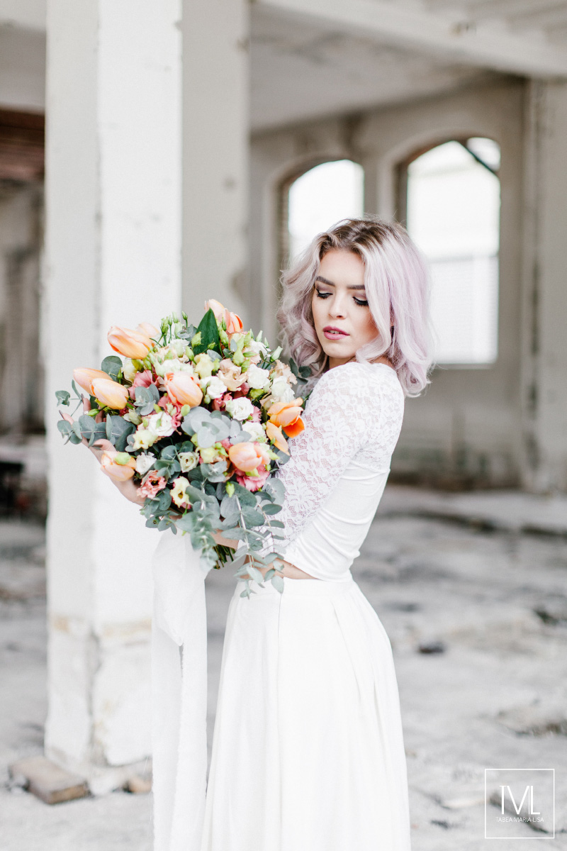 TML TABEA MARIA-LISA hochzeitsfloristik hochzeitsdekoration brautstrauss floral design wedding styling urban modern free people vintage wild peach weddingflowers-11
