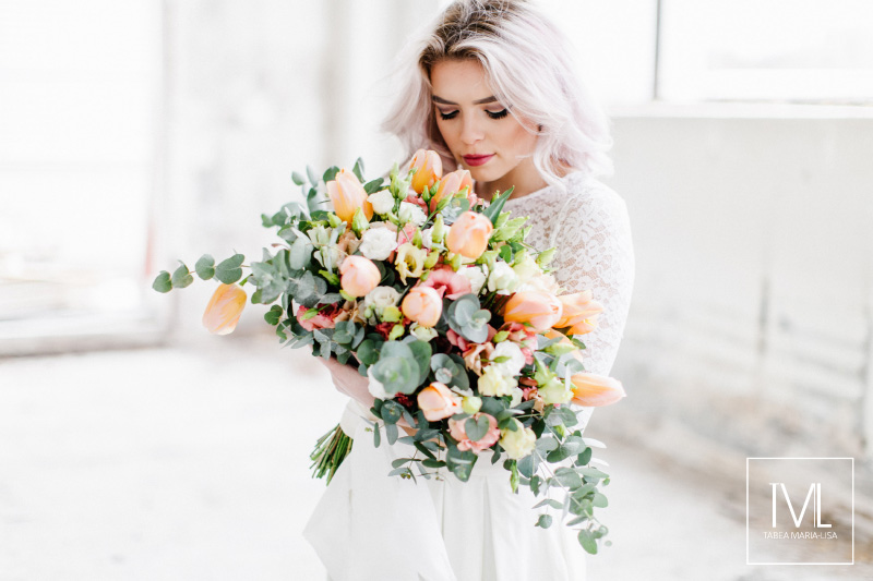 TML TABEA MARIA-LISA hochzeitsfloristik hochzeitsdekoration brautstrauss floral design wedding styling urban modern free people vintage wild peach weddingflowers-2