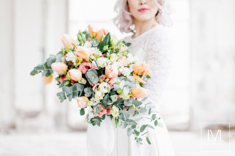 TML TABEA MARIA-LISA hochzeitsfloristik hochzeitsdekoration brautstrauss floral design wedding styling urban modern free people vintage wild peach weddingflowers-21