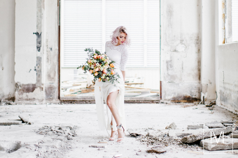 TML TABEA MARIA-LISA hochzeitsfloristik hochzeitsdekoration brautstrauss floral design wedding styling urban modern free people vintage wild peach weddingflowers-24