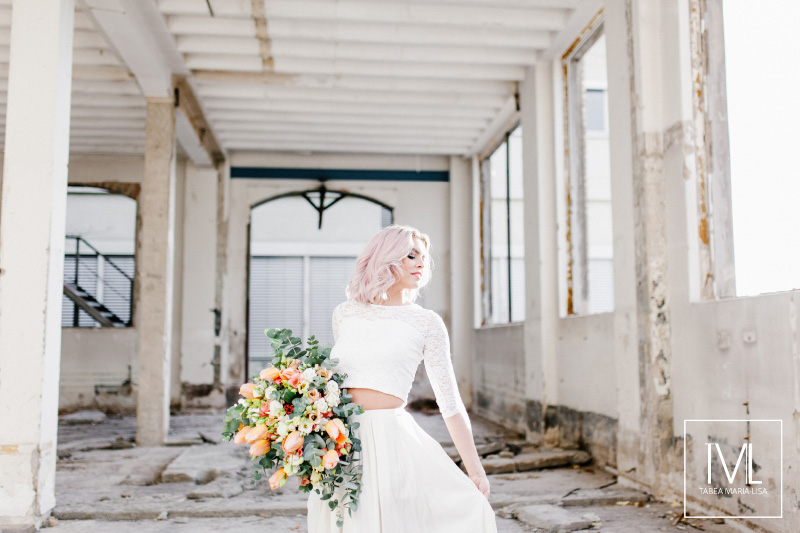 TML TABEA MARIA-LISA hochzeitsfloristik hochzeitsdekoration brautstrauss floral design wedding styling urban modern free people vintage wild peach weddingflowers-25