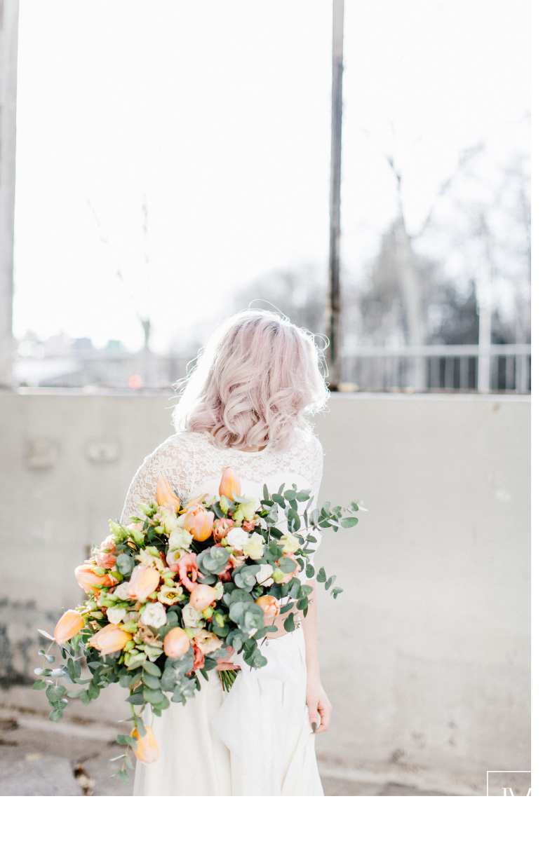 TML TABEA MARIA-LISA hochzeitsfloristik hochzeitsdekoration brautstrauss floral design wedding styling urban modern free people vintage wild peach weddingflowers-27