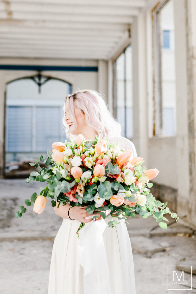 TML TABEA MARIA-LISA hochzeitsfloristik hochzeitsdekoration brautstrauss floral design wedding styling urban modern free people vintage wild peach weddingflowers-34