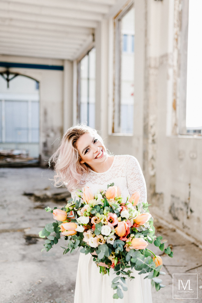 TML TABEA MARIA-LISA hochzeitsfloristik hochzeitsdekoration brautstrauss floral design wedding styling urban modern free people vintage wild peach weddingflowers-44