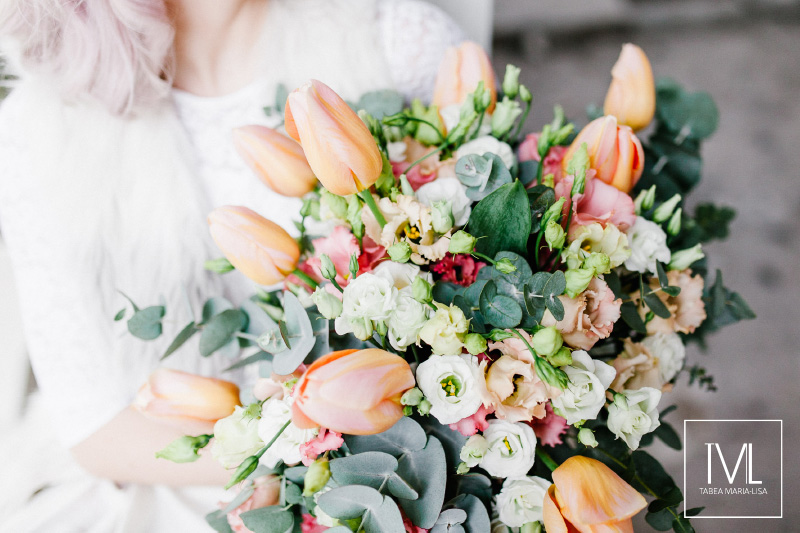 TML TABEA MARIA-LISA hochzeitsfloristik hochzeitsdekoration brautstrauss floral design wedding styling urban modern free people vintage wild peach weddingflowers-55