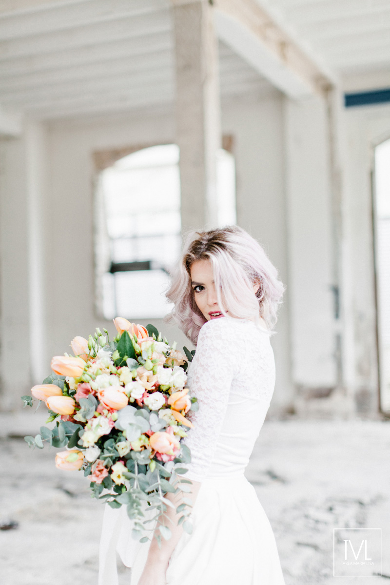 TML TABEA MARIA-LISA hochzeitsfloristik hochzeitsdekoration brautstrauss floral design wedding styling urban modern free people vintage wild peach weddingflowers-6