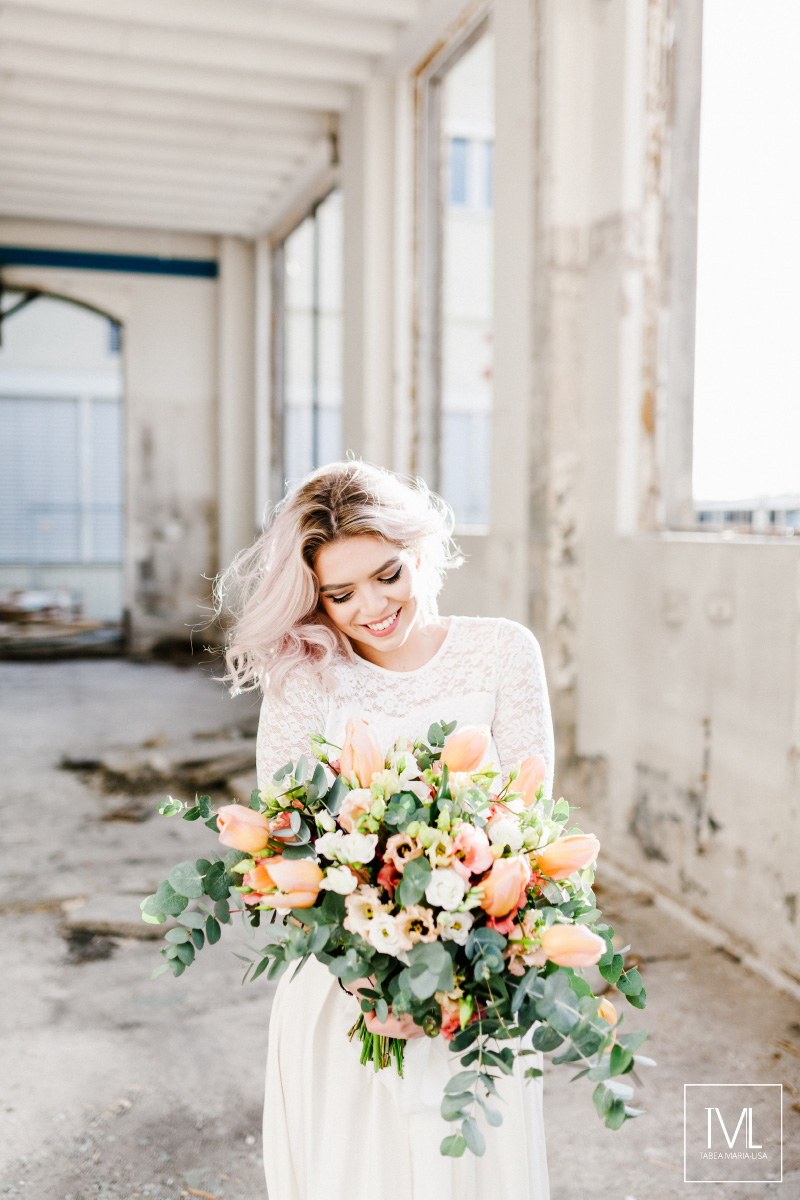 TML TABEA MARIA-LISA hochzeitsfloristik hochzeitsdekoration brautstrauss floral design wedding styling urban modern free people vintage wild peach weddingflowers-61