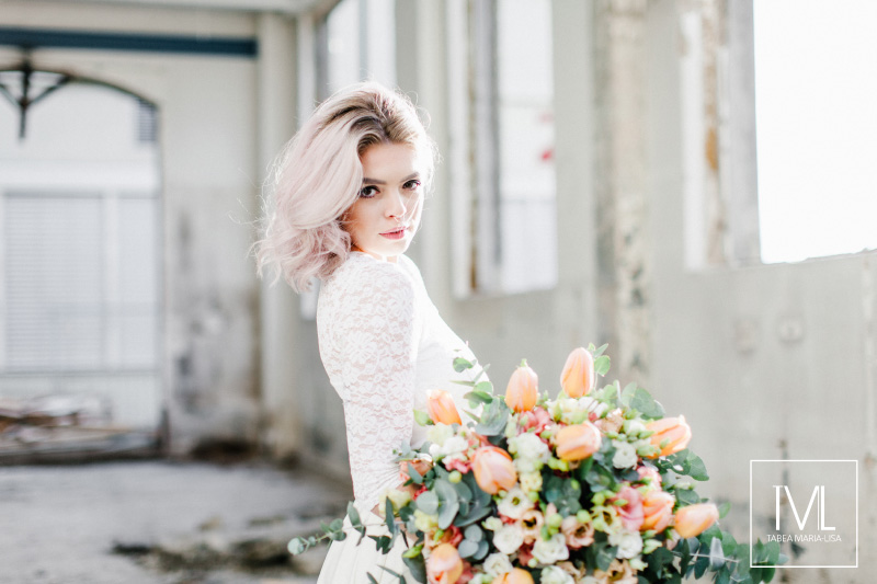 TML TABEA MARIA-LISA hochzeitsfloristik hochzeitsdekoration brautstrauss floral design wedding styling urban modern free people vintage wild peach weddingflowers-65