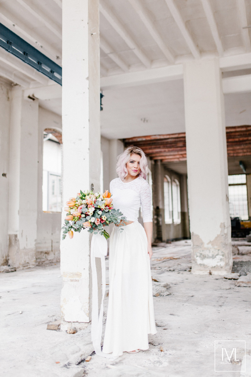 TML TABEA MARIA-LISA hochzeitsfloristik hochzeitsdekoration brautstrauss floral design wedding styling urban modern free people vintage wild peach weddingflowers-7