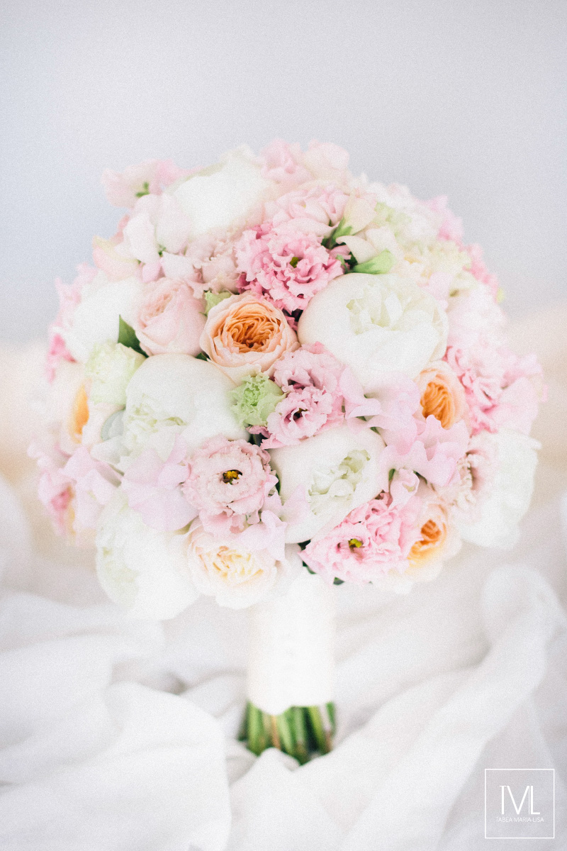 TML TABEA MARIA-LISA schloss thun hochzeitsfloristik hochzeitsdekoration brautstrauss floral design wedding styling urban modern luxe wedding rosa peach weddingflowers-1