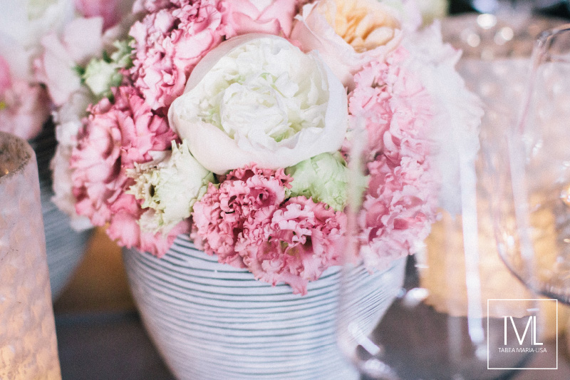 TML TABEA MARIA-LISA schloss thun hochzeitsfloristik hochzeitsdekoration brautstrauss floral design wedding styling urban modern luxe wedding rosa peach weddingflowers-22