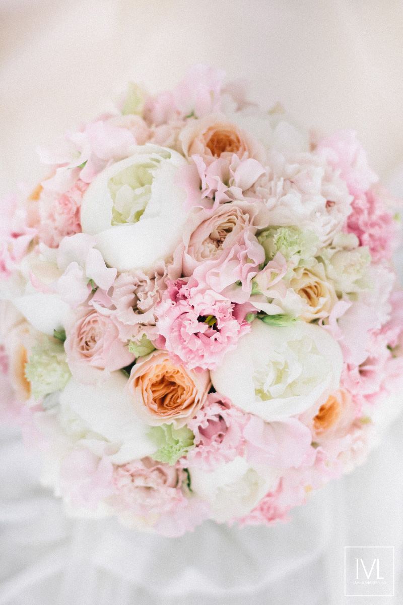 TML TABEA MARIA-LISA schloss thun hochzeitsfloristik hochzeitsdekoration brautstrauss floral design wedding styling urban modern luxe wedding rosa peach weddingflowers-5