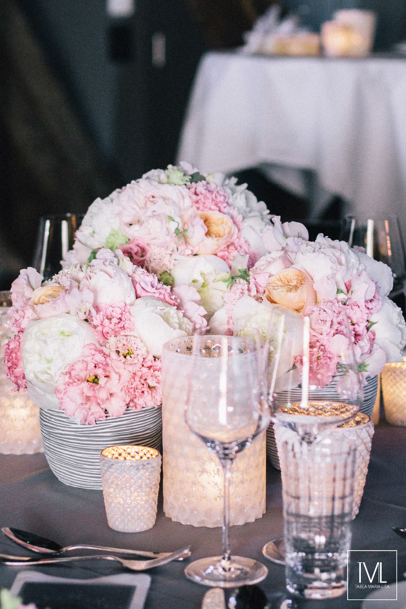 TML TABEA MARIA-LISA schloss thun hochzeitsfloristik hochzeitsdekoration brautstrauss floral design wedding styling urban modern luxe wedding rosa peach weddingflowers-63