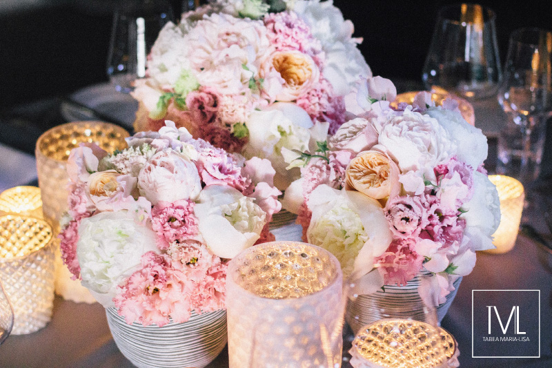 TML TABEA MARIA-LISA schloss thun hochzeitsfloristik hochzeitsdekoration brautstrauss floral design wedding styling urban modern luxe wedding rosa peach weddingflowers-65