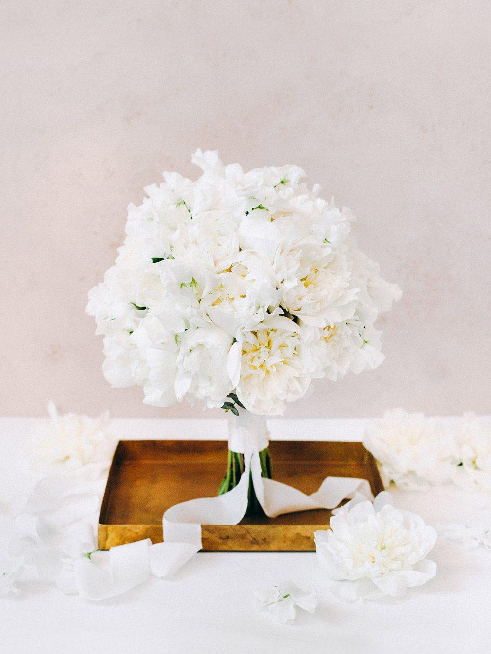 Bridal Bouquet Peonies Pfingstrosen Vienna Wien Hochzeitsdekoration Hochzeitsdeko Floristik und Dekoration Tabea Maria-Lisa Floral Designer Floristin heiraten Schweiz Blumen