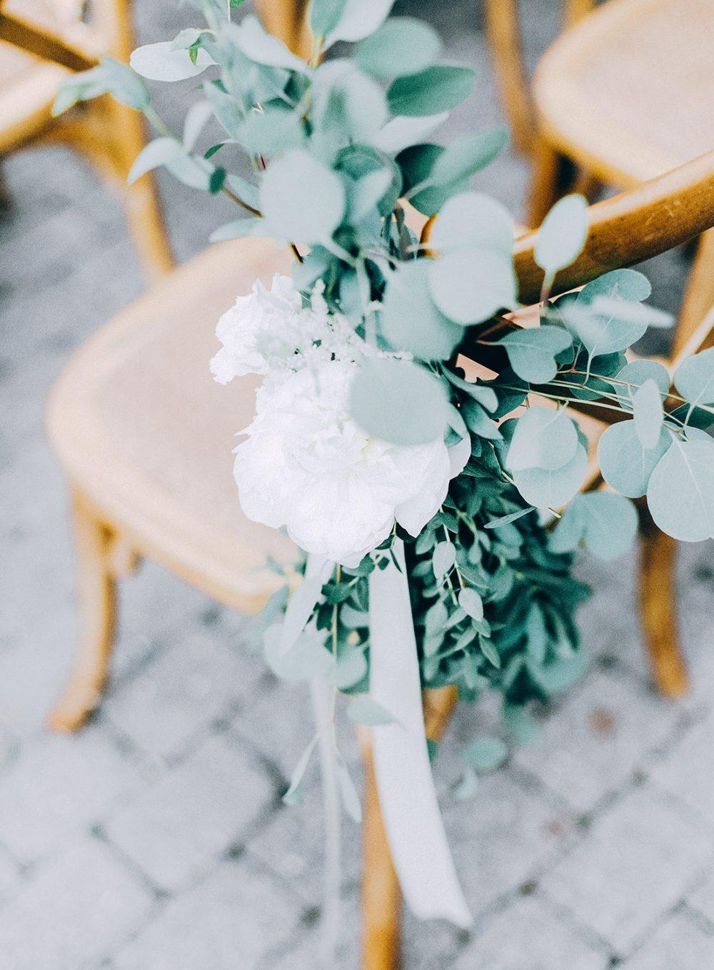 Hochzeit Grandhotel Giessbach Organic Wedding Eucalyptus Peonies Pfingstrosen St. Remy Chairs nachhaltig Hochzeitsblumen Hochzeitsdekoration Bern Zürich Schweiz Tabea Maria-Lisa