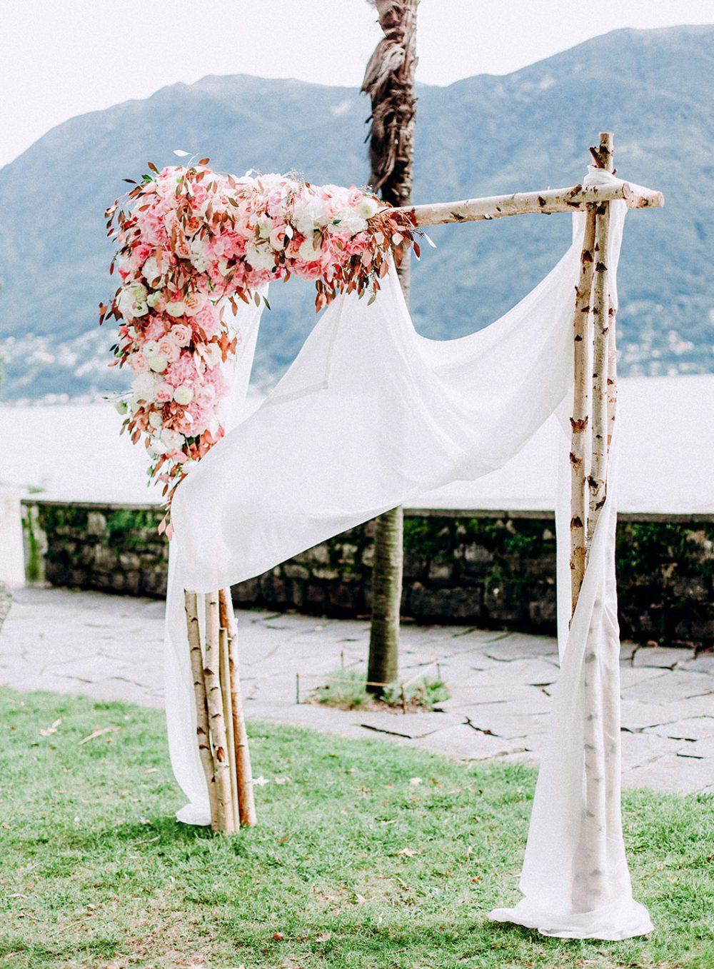 Hochzeit Isole di Brissago Ticino Tessin Italian Wedding Floral Arch Blumenbogen Flower Arch Vintage Hochzeitsdekoration Hochzeitsblumen Tabea Maria-Lisa