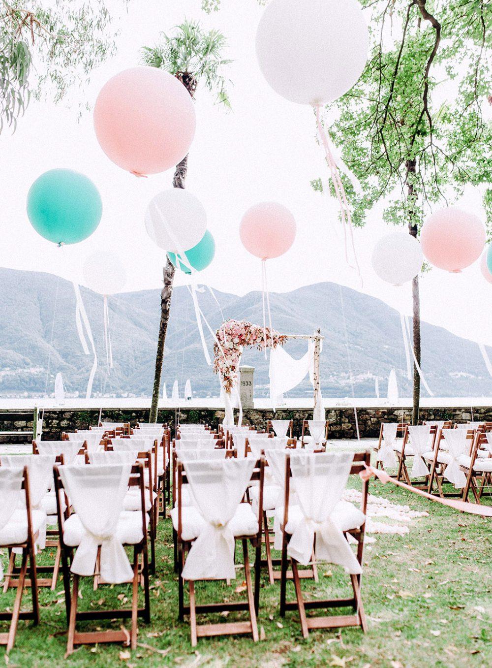 Hochzeit Isole di Brissago Ticino Tessin Floral Arch Blumenbogen Flower Arch Vintage Hochzeitsdekoration Hochzeitsblumen Tabea Maria-Lisa Pink Rosa Weiss Riesenballon