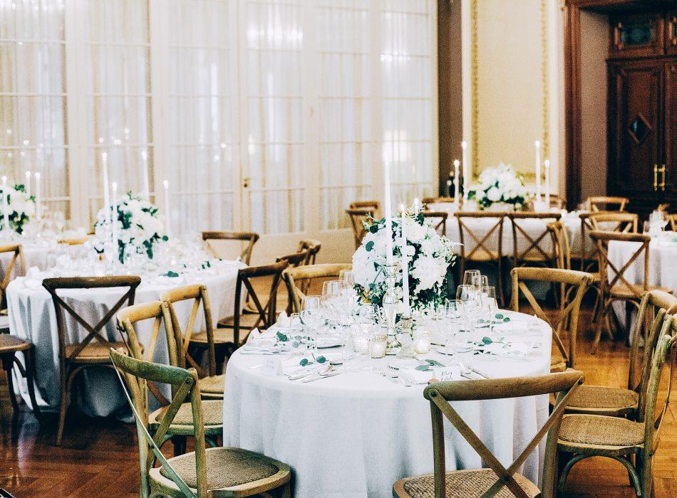 Grün Weiss Hochzeitsfloristik Organic Boho Wedding Destination Switzerland Floral Design Event Styling Eucalyptus Grandhotel Giessbach Brienz Hochzeitsdekoration Reception Centerpiece Tabea Maria-Lisa