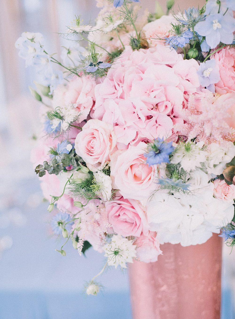 Pantone Trendcolors 2016 Rose Quartz Serenty Blue Copper Reception Schloss Hünigen Hochzeitsdekoration Hochzeitsblumen