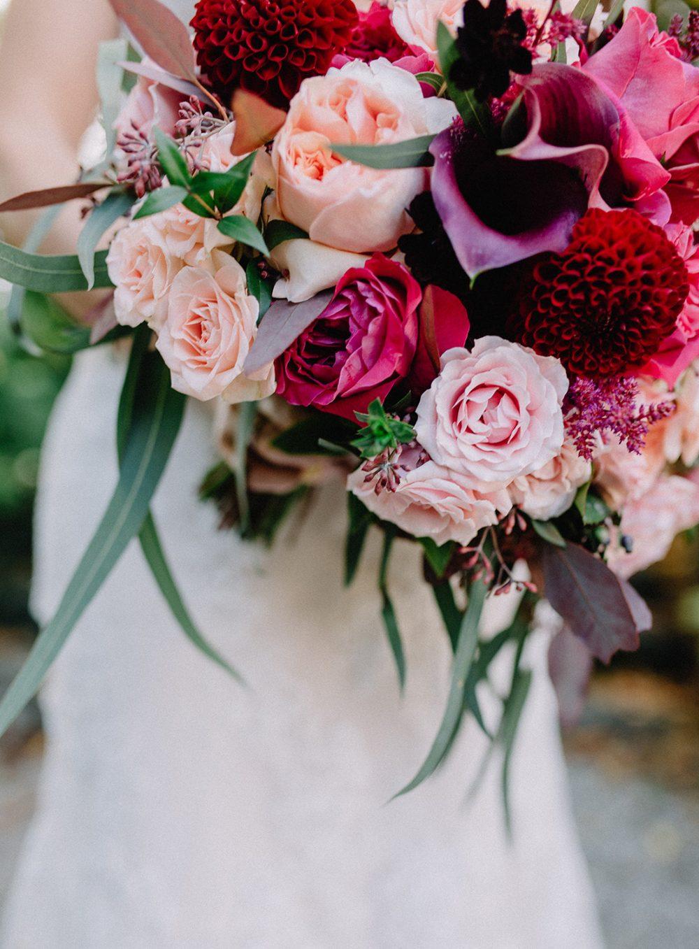 moody Bouquet Burgundy Brautstrauss Schweiz Hochzeit Wedding