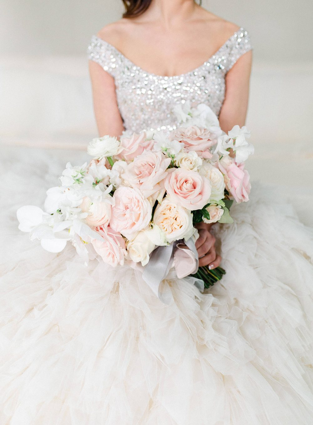 Elie Saab Bridal Bouquet Wedding The Alpina Gstaad Destination Wedding Luxus Hochzeit Brautstrauss