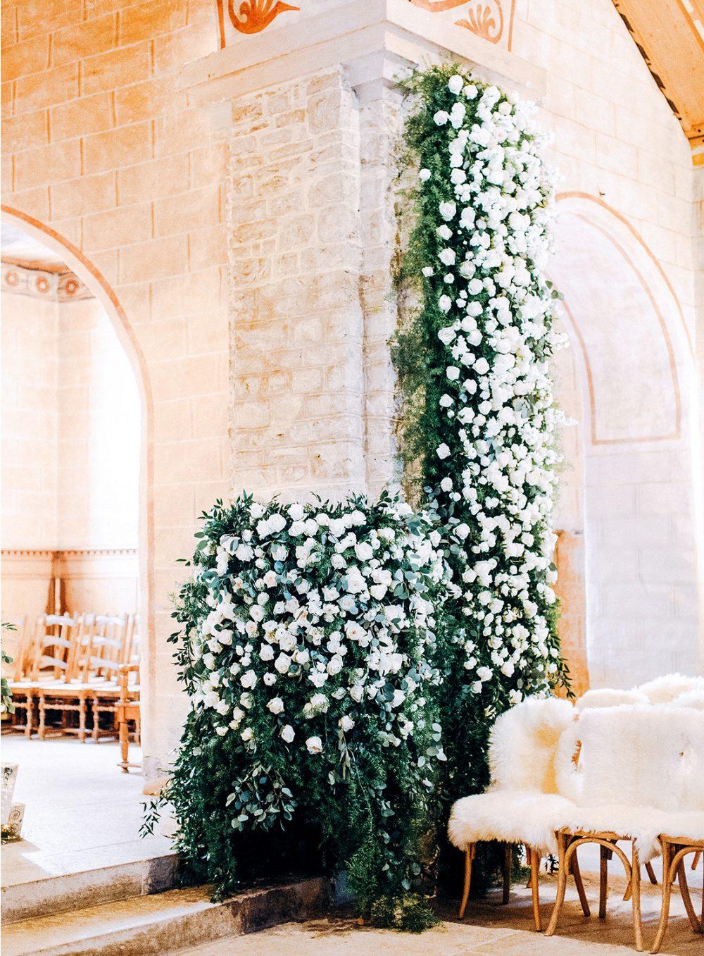 zeremonie kirchendekoration hochzeit gstaad blumenschmuck floristik wedding flowers