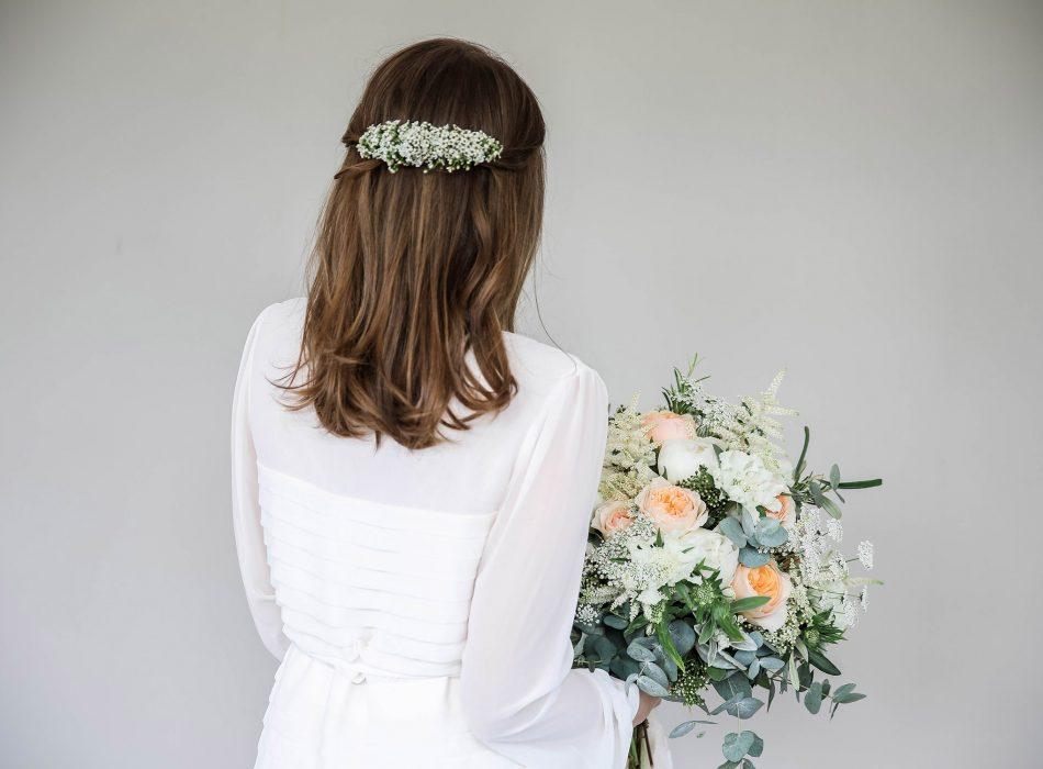 Haarschmuck aus Blumen Hochzeit Natürlich Organic Tabea Maria-Lisa TML Floral Designer Zürich Gstaad