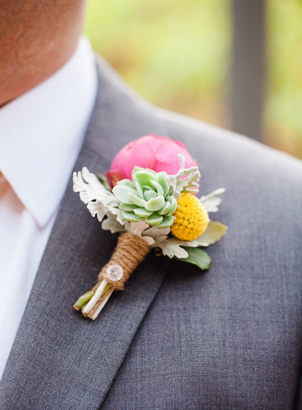 Braut Bräutigam Blumen Anstecker Zürich Bern Gstaad Luzern Aarau Floristik und Dekoration Hochzeit Wedding Floral Design Tabea Maria-Lisa pink gelb