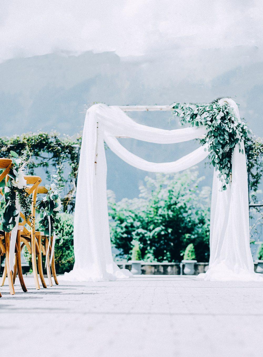 Wedding Grandhotel Giessbach Organic Wedding Eucalyptus Peonies Pfingstrosen St. Remy Chairs nachhaltig Hochzeitsblumen Hochzeitsdekoration Bern Zürich jüdische Hochzeit Chupah