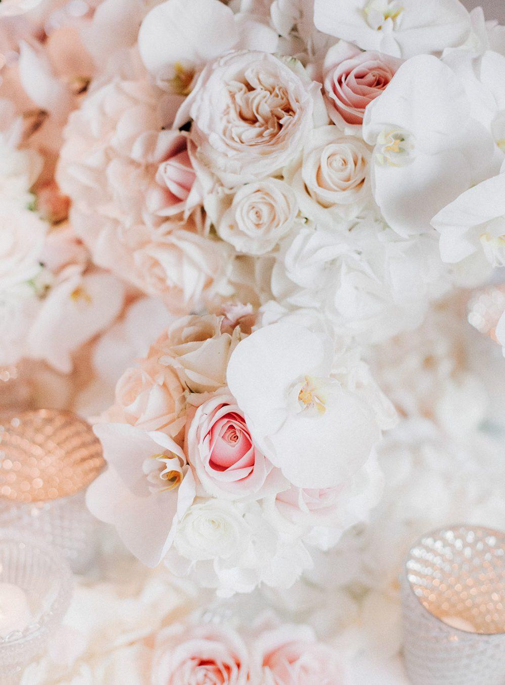 Hochzeit Schloss Gümligen Orchideen Rosen weiss freie Trauung Blumen Tabea Maria-Lisa Schlosshochzeit Luxus Hochzeit Luxury Wedding Floral Designs Decor white heiraten The Alpina Gstaad Promi Hochzeit