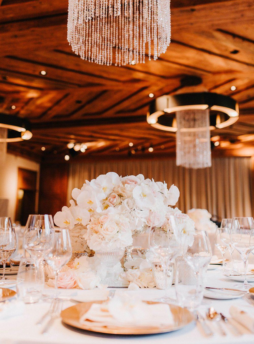 Tabea Maria-Lisa Schloss Gümligen Hochzeit Willy Michel The Alpina Gstaad Reception Orchideen Hochzeitsdekoration Floristik Floristin Schweiz