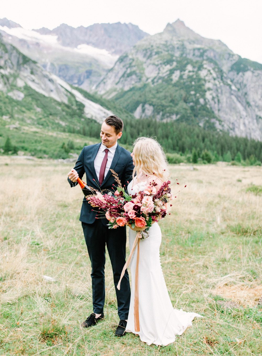 mountain elopement, destination wedding switzerland, elopement, swiss elopement, elopement switzerland, burgundy bouquet, bridal bouquet, swiss wedding, grimsel hochzeit, grimsel wedding, grimsel elopement, just the two uf us