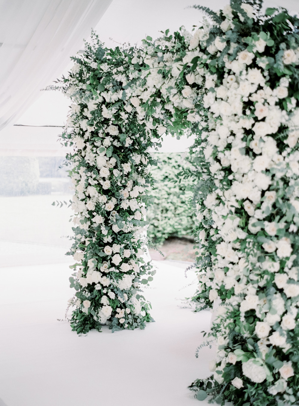 Chuppah, jewish wedding, the alpina gstaad, luxury wedding switzerland, aisle flowers, blumen baldachin, zeremoniedekoration, hochzeitsfloristik